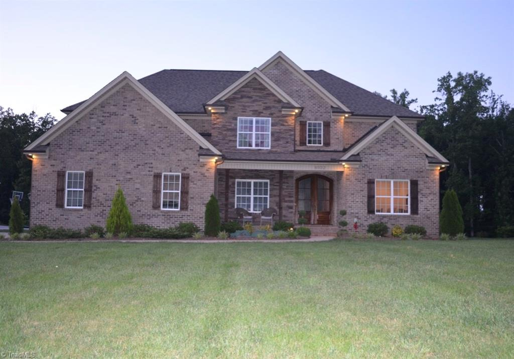 8932   Grove Park Drive, OAK RIDGE