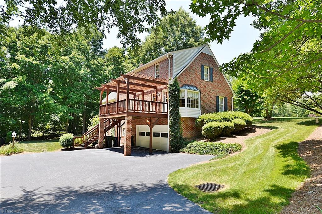 1100   Country Club Drive, LEXINGTON