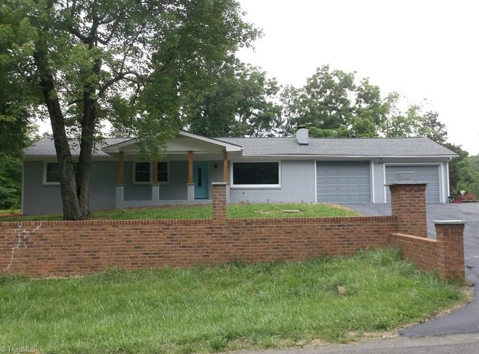 2048   Chesapeake Drive, RURAL HALL