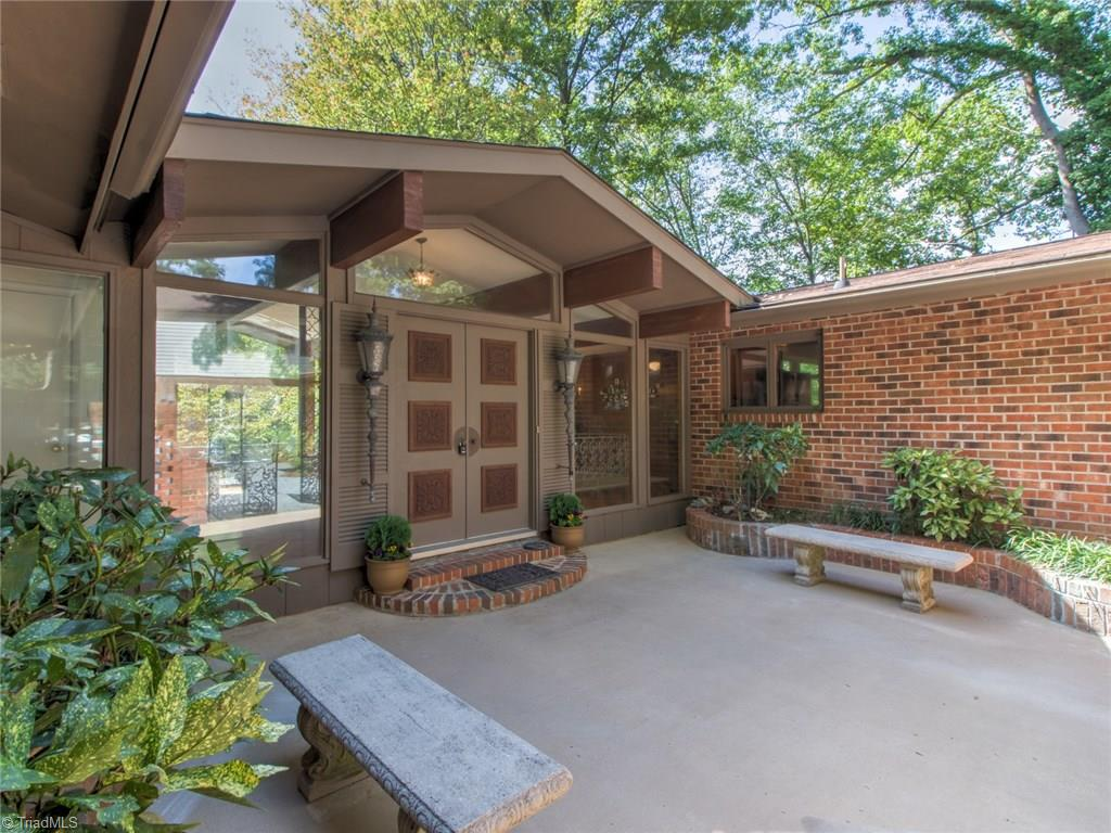 427   Country Club Circle, LEXINGTON