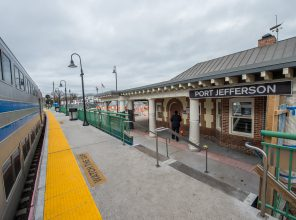 Port Jefferson Station - Westbound Platform & Stairs - 12-14-18