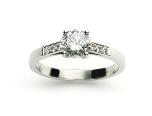 1.04CT DIAMOND RING