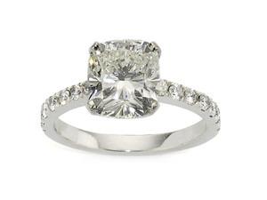 Cushion cut diamond ring, 3.01ct