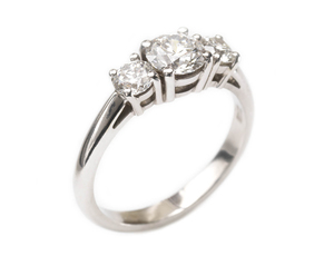 THREE STONE DIAMOND RING