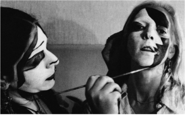 Minujin face being painted