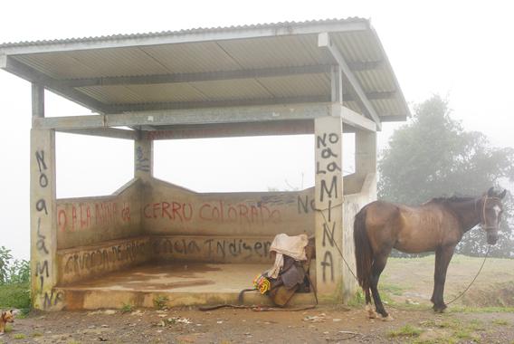 Graffiti opposing mining in the Tabasará mountains.  Photo © Sebastian Lotzkat.