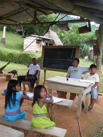 School in which Ngabere is taught in the reborn Ngabere alphabet. Photo courtesy of Robin Oisín Llewellyn.