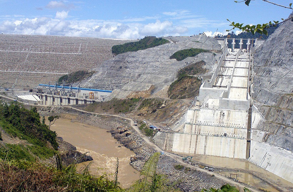 Bakun Dam under construction in 2009. Photo by: Mohamad Shoox