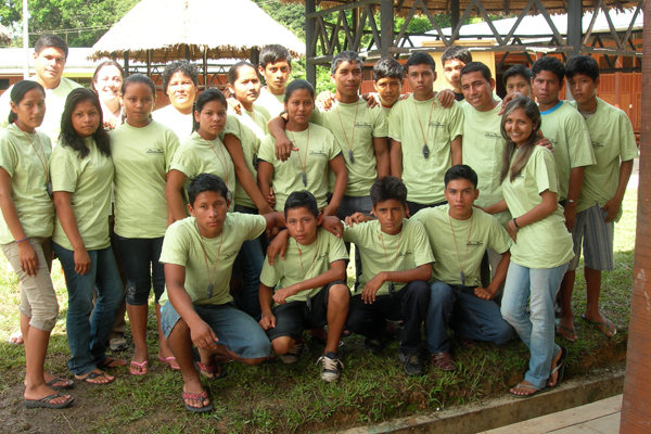 Students with the Amazon Amphibian Protectors Club. Photo by: Marcy Sieggreen.