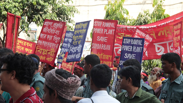Protestors. Photo by: Nusrat Islam Khan.