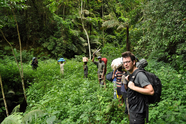 Simon Loader with team hiking in a sky island. Photo by: Vaclav Gvozdik.