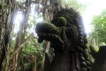 Patung naga di hutan monyet Ubud