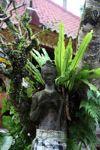 Ukiran Batu dari Wanita di Ubud