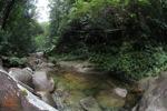 Kolam renang di aliran hutan hujan di Riam Berasap