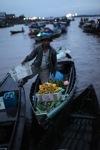 Floating market in Banjarmasin [kalsel_0195]