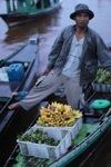 Man selling bananas at the floating market in Banjarmasin [kalsel_0208]