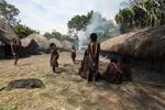 Children in a Dani village [papua_0481]