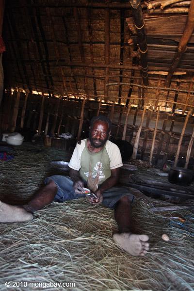 Lani man in his hut [papua_5032]