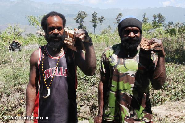 Papuan men [papua_5097]