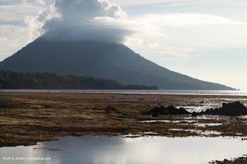 Volcaanic island off Sulawesi