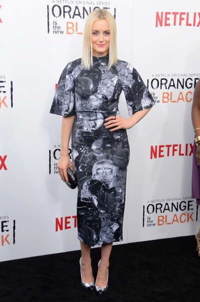 Taylor schilling orange is the new black season two premiere