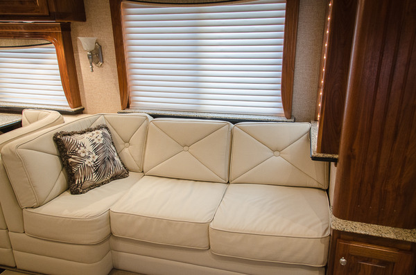 2007 country coach magna 45 %2811 of 40%29