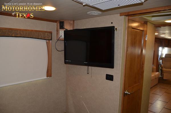 C2068 2011 monaco vesta 8821