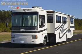 2001 Fleetwood Discovery 38'