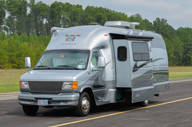 2008 Coach House Platinum series 27L
