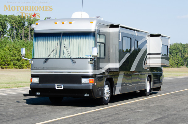 2003 Country Coach Allure 36'