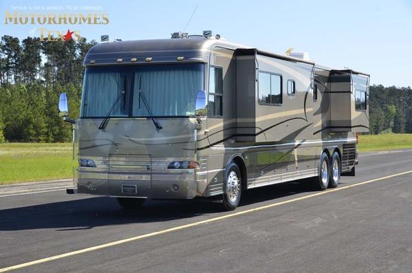 2003 Country Coach Magna 42'