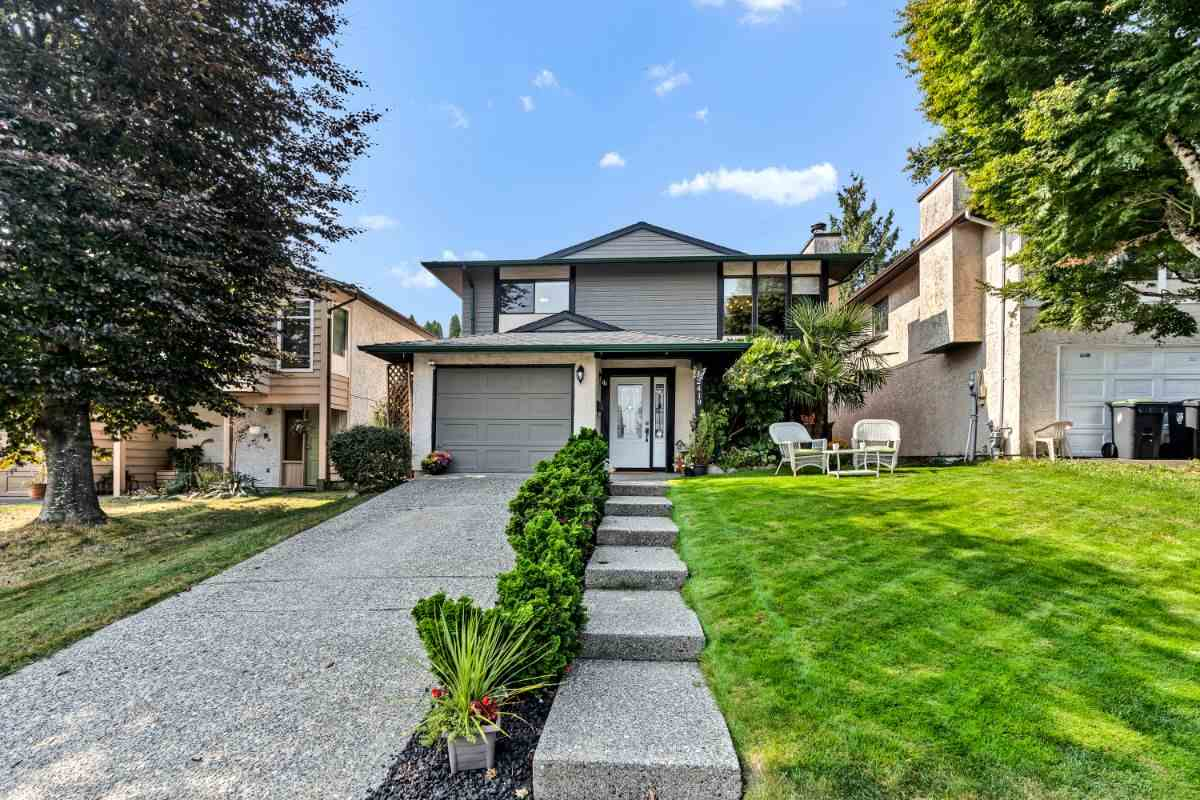 FEATURED LISTING: 2419 WAYBURNE Crescent Langley