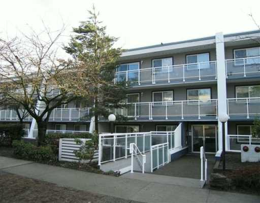 "Main Photo: 550 ROYAL Ave in New Westminster: Downtown NW Condo for sale in ""Harbourview"" : MLS®# V627462"