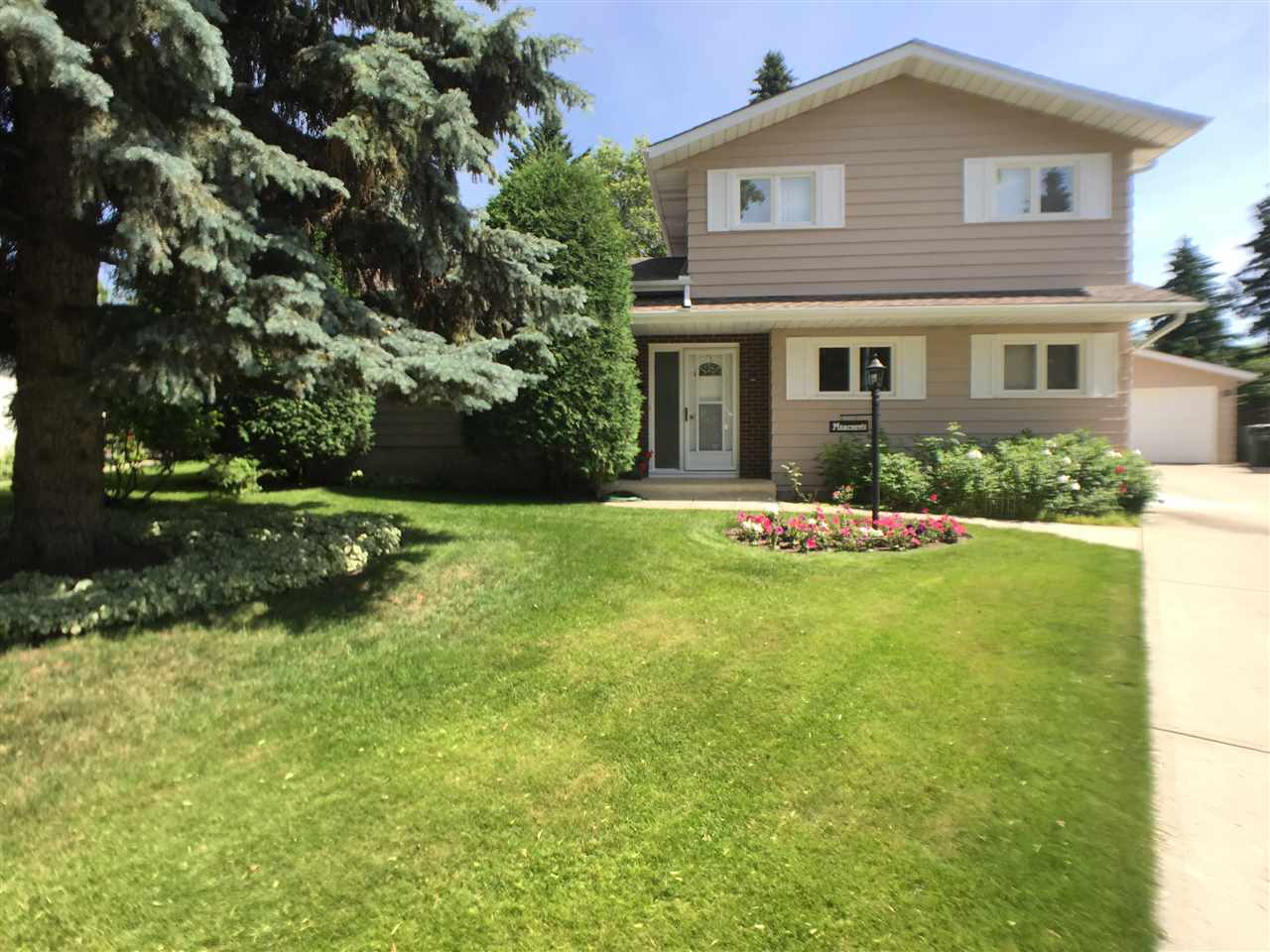 FEATURED LISTING: 18 MILBURN Crescent St. Albert