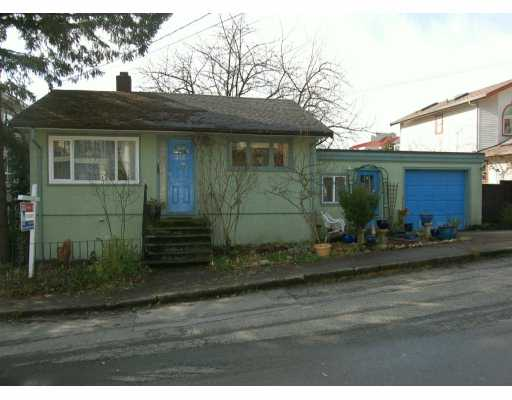 "Main Photo: 212 MOWAT Street in New Westminster: Uptown NW House for sale in ""BROW OF THE HILL"" : MLS(r) # V624731"
