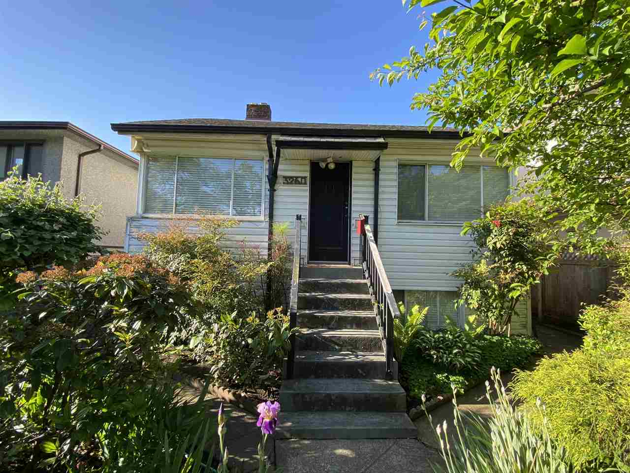 FEATURED LISTING: 3260 GRAVELEY Street Vancouver
