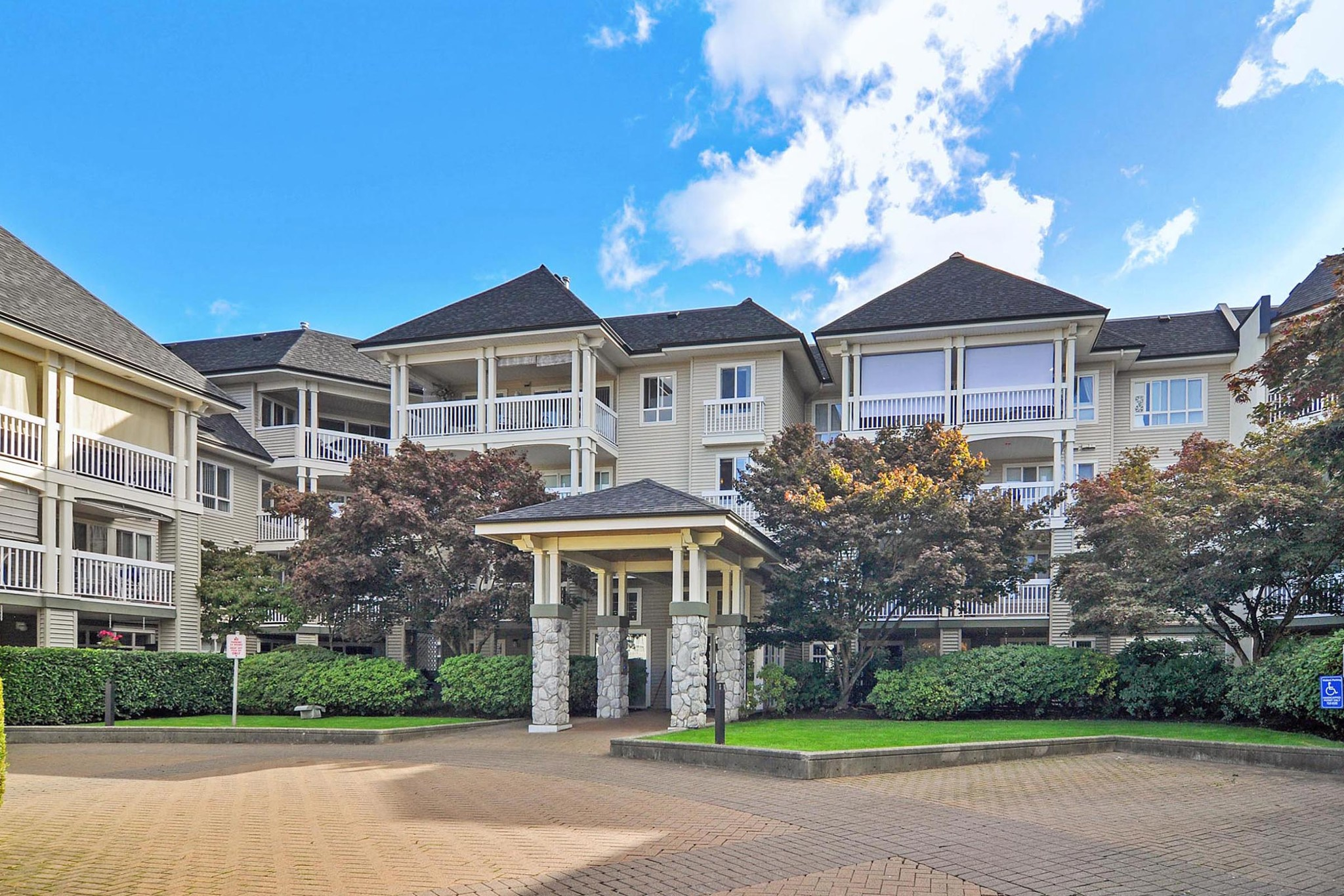 FEATURED LISTING: 216 22022 49 Avenue Langley