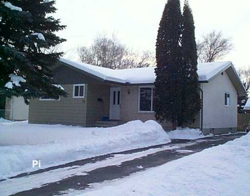 Main Photo: 74 TEMPLE Bay in Winnipeg: Fort Garry / Whyte Ridge / St Norbert Single Family Detached for sale (South Winnipeg)  : MLS® # 2700510