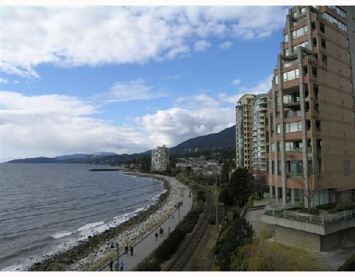 "Main Photo: 404 2246 BELLEVUE Avenue in West_Vancouver: Dundarave Condo for sale in ""THE DOLPHIN"" (West Vancouver)  : MLS(r) # V694917"