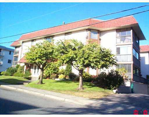 "Main Photo: 106 1458 BLACKWOOD ST: White Rock Condo for sale in ""Champlain Manor"" (South Surrey White Rock)  : MLS® # F2507532"