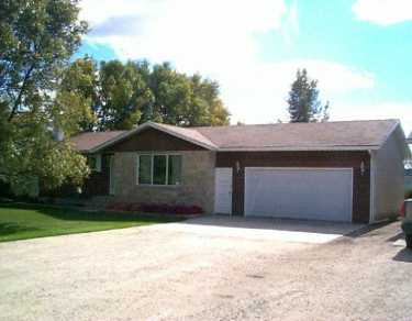 Main Photo: 518 ELM Street in Ile Des Chenes: Glenlea / Ste. Agathe / St. Adolphe / Grande Pointe / Ile des Chenes / Vermette / Niverville Single Family Detached for sale (Winnipeg area)  : MLS(r) # 2515646