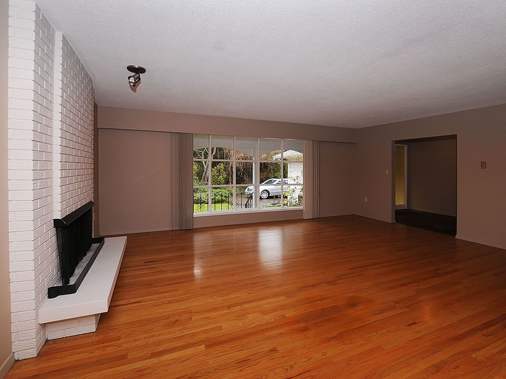 Photo 10: 2006 Runnymede Ave in Victoria: Residential for sale : MLS® # 289922
