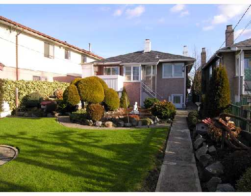 Photo 10: 2753 NANAIMO Street in Vancouver: Grandview VE House for sale (Vancouver East)  : MLS(r) # V683682