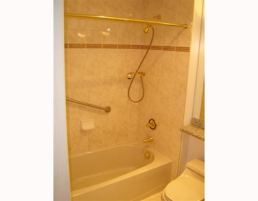 "Photo 5: 688 FAIRCHILD Road in Vancouver: Oakridge VW Condo for sale in ""FAIRCHILD COURT"" (Vancouver West)  : MLS(r) # V644864"