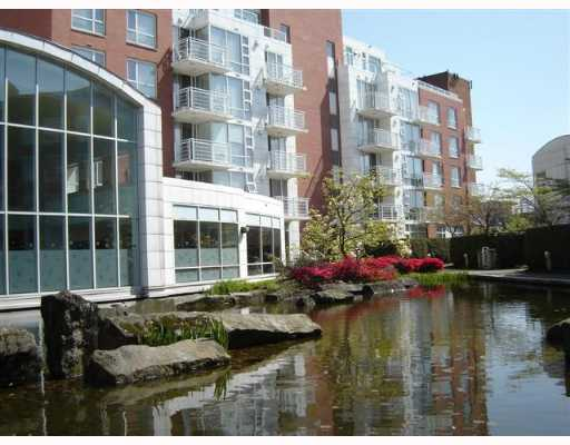 "Main Photo: 688 FAIRCHILD Road in Vancouver: Oakridge VW Condo for sale in ""FAIRCHILD COURT"" (Vancouver West)  : MLS® # V644864"