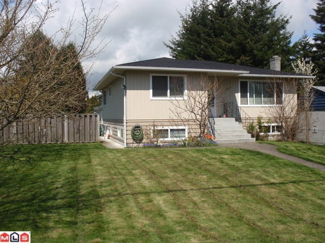 Main Photo: 15655 RUSSELL AV: White Rock House for sale (South Surrey White Rock)  : MLS(r) # F1110511