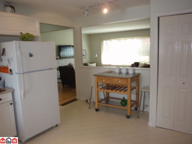 Photo 6: 15655 RUSSELL AV: White Rock House for sale (South Surrey White Rock)  : MLS(r) # F1110511