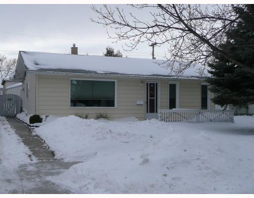 Main Photo: 908 CONSOL Avenue in WINNIPEG: East Kildonan Residential for sale (North East Winnipeg)  : MLS(r) # 2800154