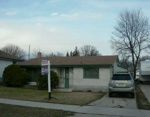 Main Photo: 677 PARKHILL Street in Winnipeg: Westwood / Crestview Single Family Detached for sale (West Winnipeg)  : MLS® # 2603957