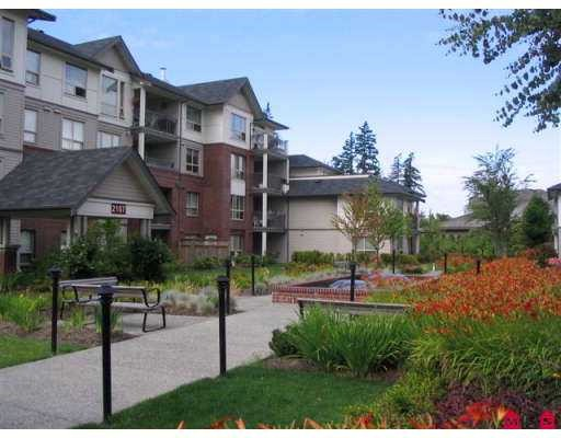 "Main Photo: 107 2167 152ND Street in White_Rock: Sunnyside Park Surrey Condo for sale in ""MURFIELD GARDENS"" (South Surrey White Rock)  : MLS®# F2802567"